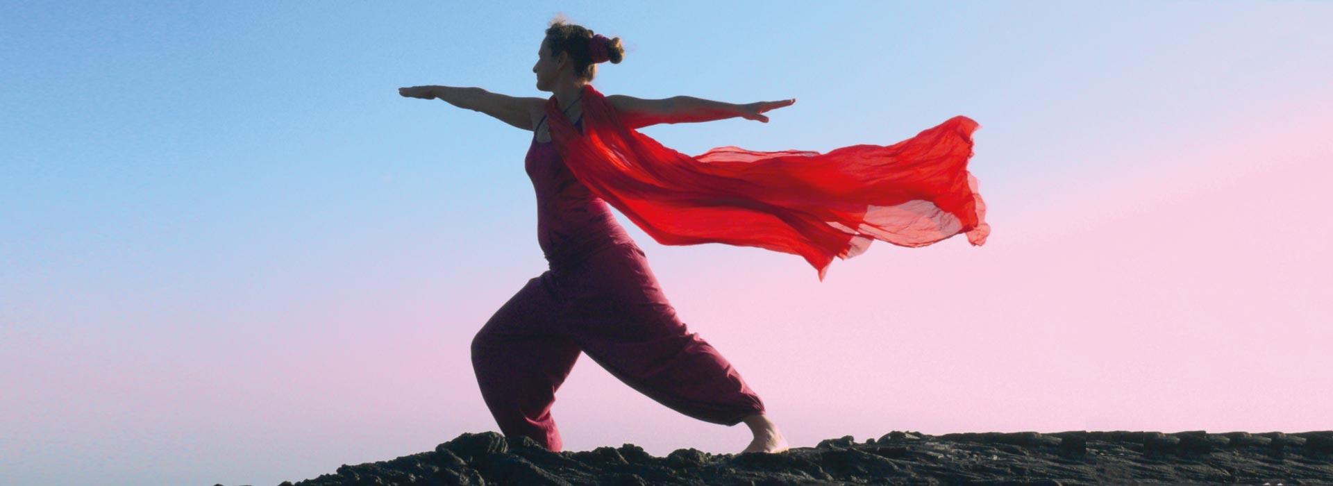 Slow Flow Yoga inmitten von Lava Wüste auf La Palma , Kanarische Insel